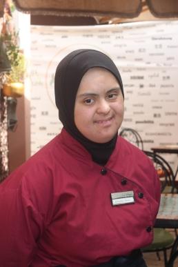 WaitressAmalCenter2